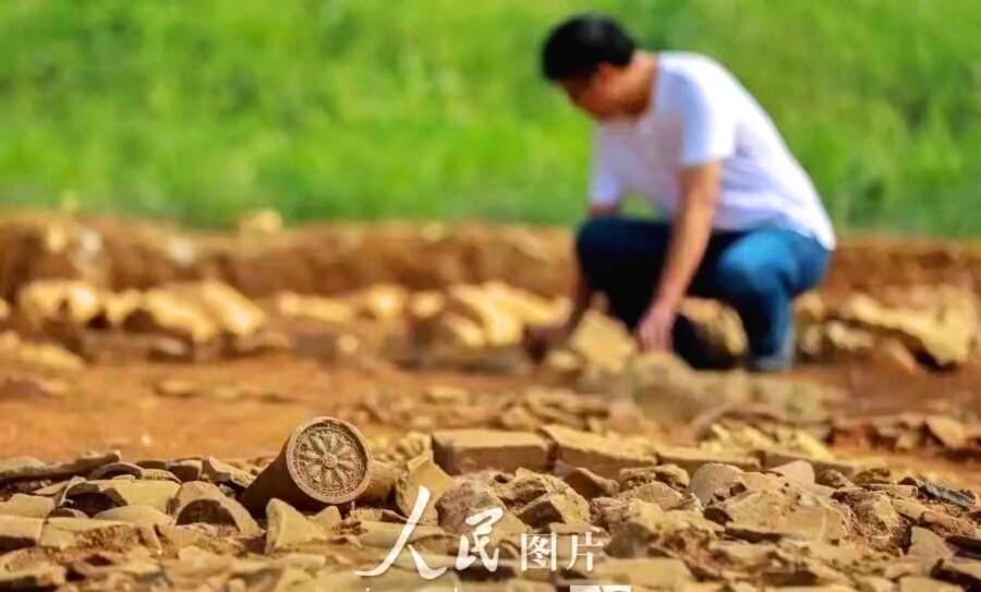 人民网发布盱眙都梁行宫考古图片,图中的瓦当和我的这块一样.jpg