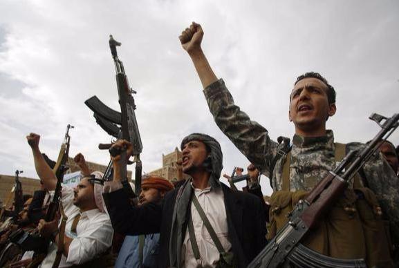 胡塞10架无人机同时出击!沙特最大油田遭袭起火,现场浓烟滚滚