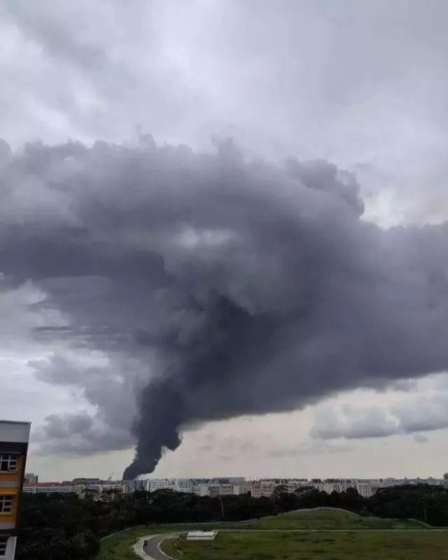 新加坡史上最大的煤气爆炸引发的大火 足足燃烧了两个多小时!-热点新加坡