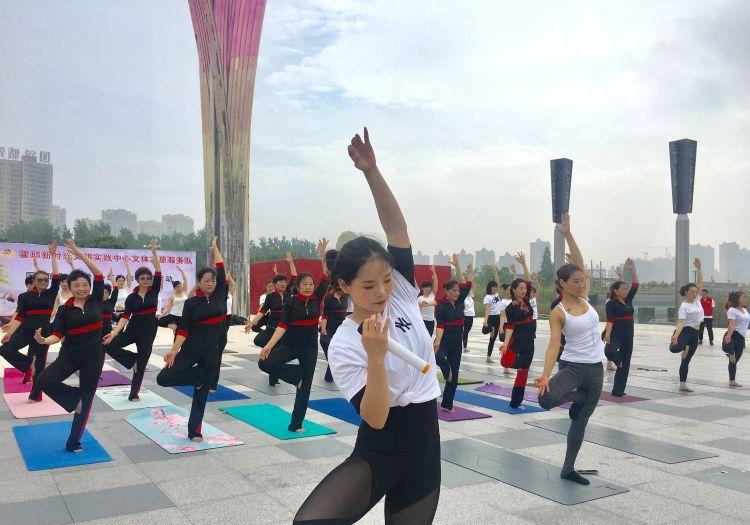 霍邱�h�e�k���H瑜伽日公益健身展演活��
